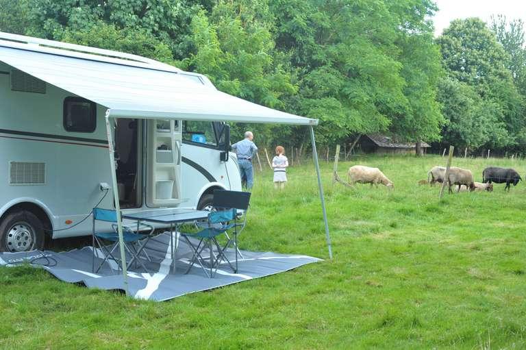 Le camping-car et les brebis