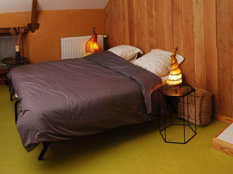 Das Wohnzimmer des Familienzimmers mit einem 160cm breiten Bett