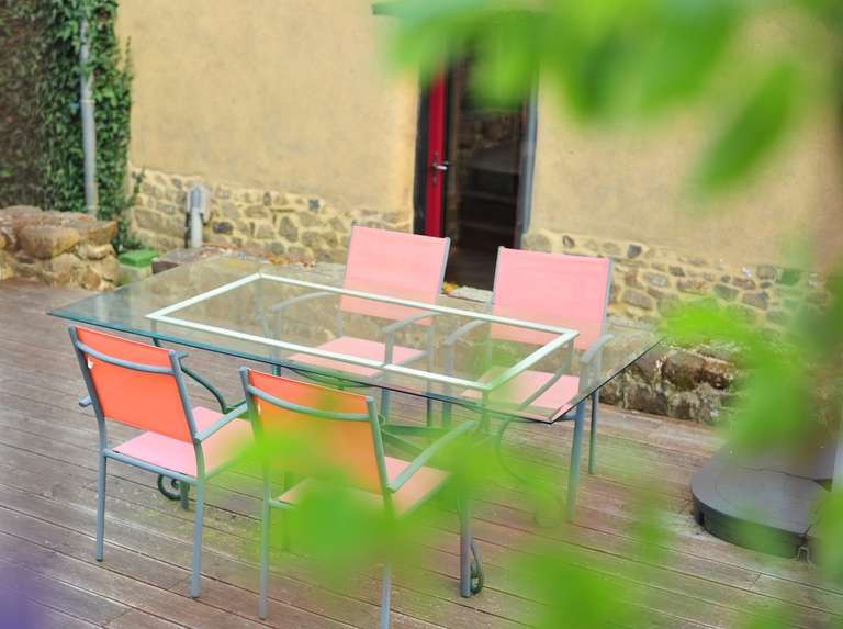 Table du jardin du gîte