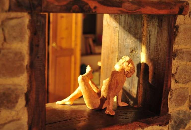 Bain de soleil en cuisine (sculpture de Catherine Alfaré)
