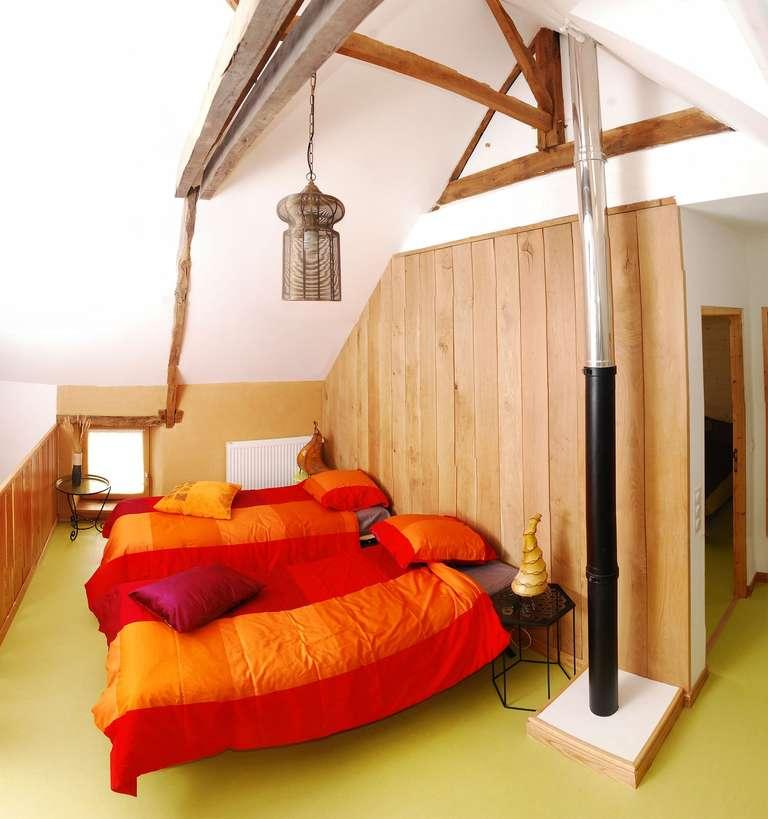 Wohnzimmer des Familienzimmers mit zwei Einzelbetten eingerichtet
