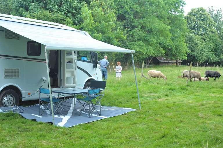Das Wohnmobil und die Schafe