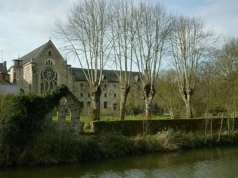 Abbaye de Léhon vue de la Rance
